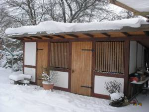 sauna und holzunterstand als gartenhaus im garten selber bauen. Black Bedroom Furniture Sets. Home Design Ideas