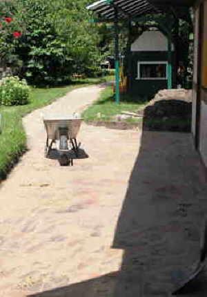 Weg im garten pflastern - Gartenweg bauen ...